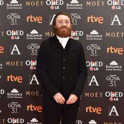 El actor Manuel Burque en  la alfombra roja de los Premios Goya 2017