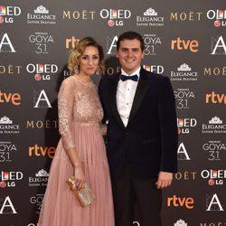 Albert Rivera, el líder del partido político Ciudadanos, con su pareja en la alfombra roja de los Premios Goya 2017