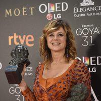 Emma Suarez ganadora del Goya 2017 a Mejor Actriz Protagonista por 'Julieta' y Mejor Actriz de Reparto por 'La próxima piel'