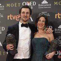 Beatriz Bodegas junto a Raúl Arévalo, ganadora del Goya 2017 a Mejor película
