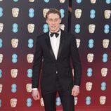 George MacKay en la alfombra roja de los BAFTA 2017