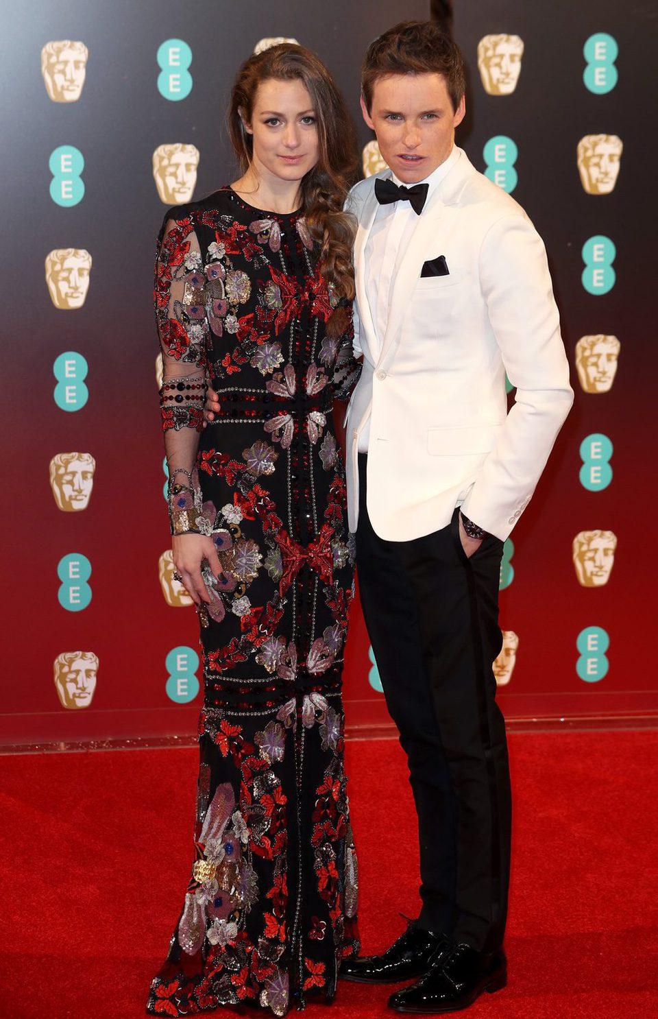 Eddie Redmayne en la alfombra roja de los BAFTA 2017