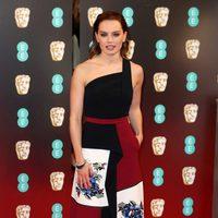 Daisy Ridley, Rey en 'Star Wars', en la alfombra roja de los BAFTA 2017