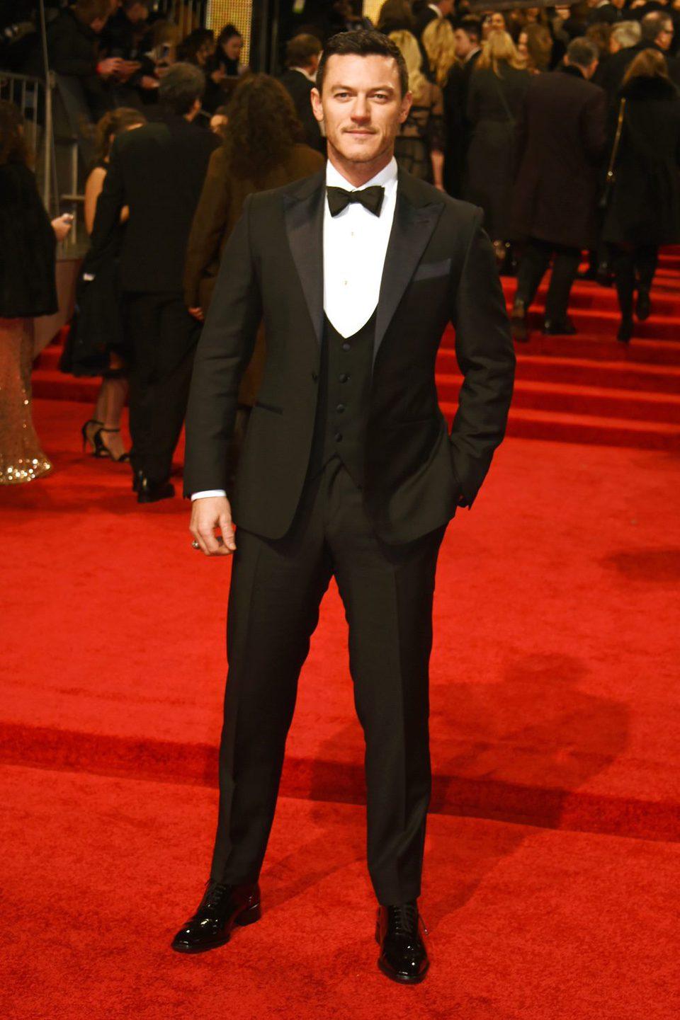 Luke Evans en el photocall de los BAFTA 2017