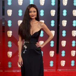 Thandie Newton en la alfombra roja de los BAFTA 2017