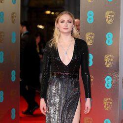 Shopie Turner en la alfombra roja de los BAFTA 2017