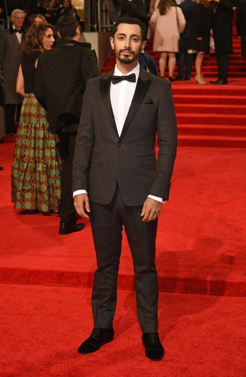 El actor de 'Rogue One', Riz Ahmed, en la alfombra roja de los BAFTA 2017