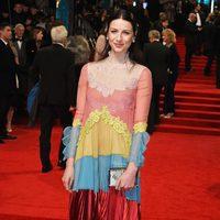 Caitriona Balfe en la alfombra roja de los BAFTA 2017