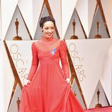 Ruth Negga en la alfombra roja de los Oscar 2017