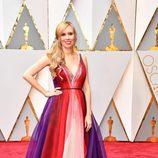 Allison Schroeder en la alfombra roja de los Oscar 2017