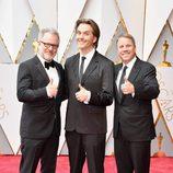Rich Moore, Byron Howard y Jared Bush en la alfombra roja de los Oscar 2017