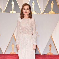 Isabelle Huppert en la alfombra roja de los Oscar 2017
