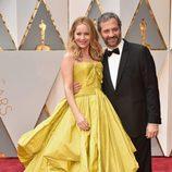 Leslie Mann y Judd Apatow en la alfombra roja de los Oscar 2017