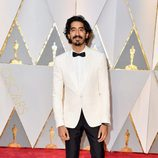 Dev Patel en la alfombra roja de los Premios Oscar 2017