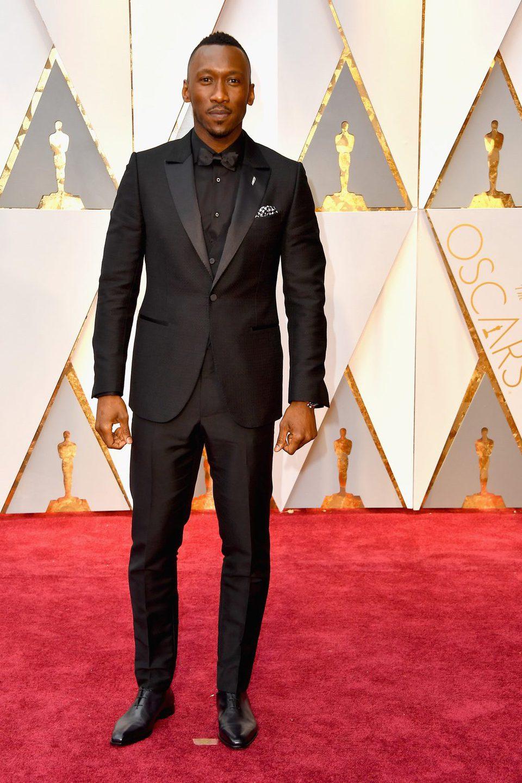 Mahershala Ali en la alfombra roja de los Premios Oscar 2017