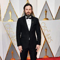 Casey Affleck en la alfombra roja de los Premios Oscar 2017