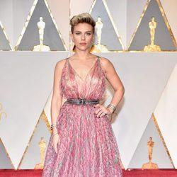Scarlett Johansson en la alfombra roja de los Oscar 2017