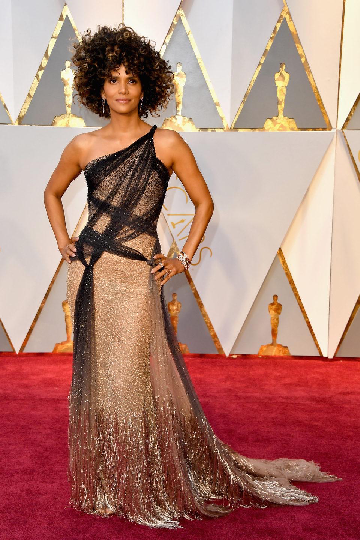 Halle Berry en la alfombra roja de los Oscar 2017