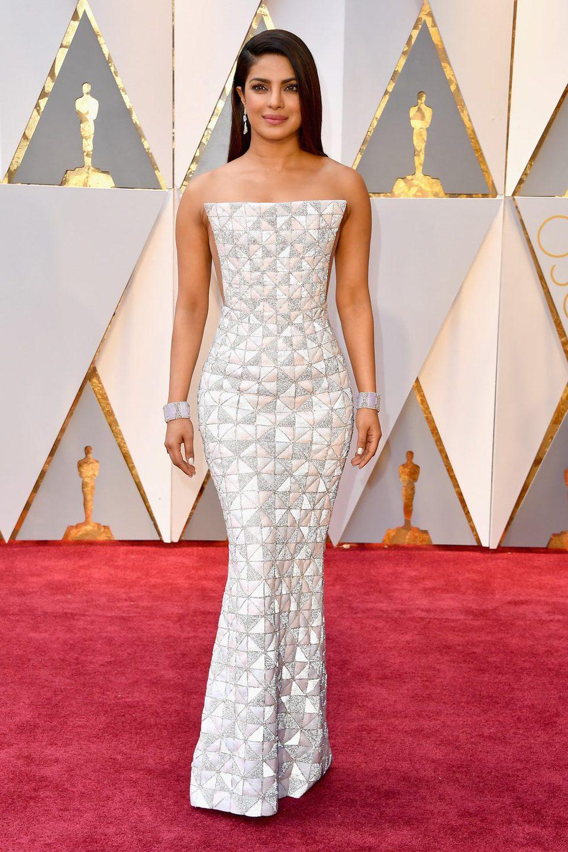 Priyanka Chopra en la alfombra roja de los Premios Oscar 2017