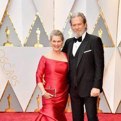 Jeff Bridges y Susan Bridges en la alfombra roja de los Premios Oscar 2017