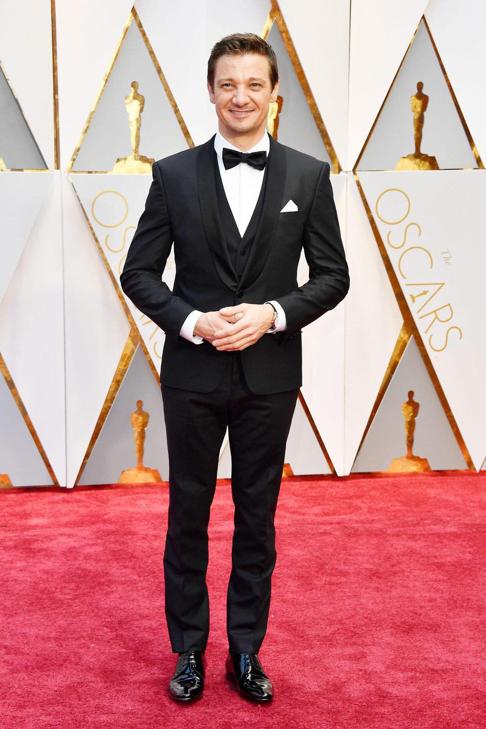Jeremy Renner en la alfombra roja de los Oscar 2017