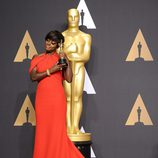Viola Davis ganadora del Oscar a la Mejor Actriz Secundaria por 'Fences'