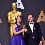Joanna Natasegara y Orlando von Einsiedel, ganadores del premio a Mejor Cortometraje Documental por 'The White Helmets'