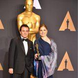 Firouz Naderi y Anousheh Ansari han recogido el Oscar a Mejor Película Habla No Inglesa por 'El viajante'