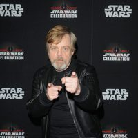 Mark Hamill posando en la Star Wars Celebration