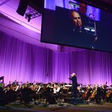 John Williams dirigiendo la orquesta durante la Star Wars Celebration