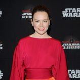 Daisy Ridley antes del panel de 'Los últimos Jedi' en la Star Wars Celebration