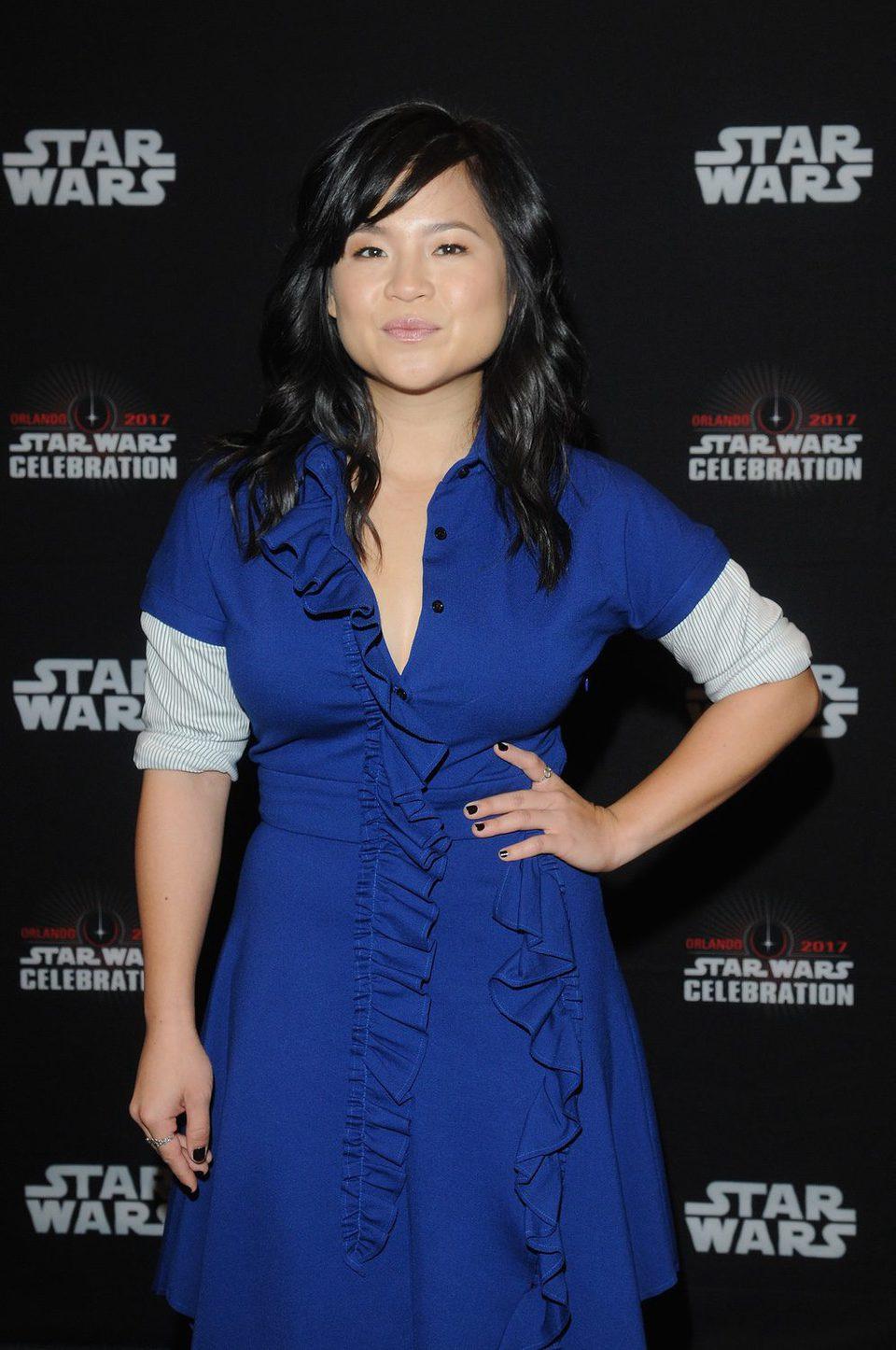 Kelly Marie Tran posa antes del panel de 'Los últimos Jedi' en la Star Wars Celebration