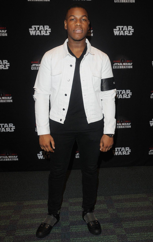 John Boyega asiste a la Star Wars Celebration, y posa antes del panel de 'Los últimos Jedi'