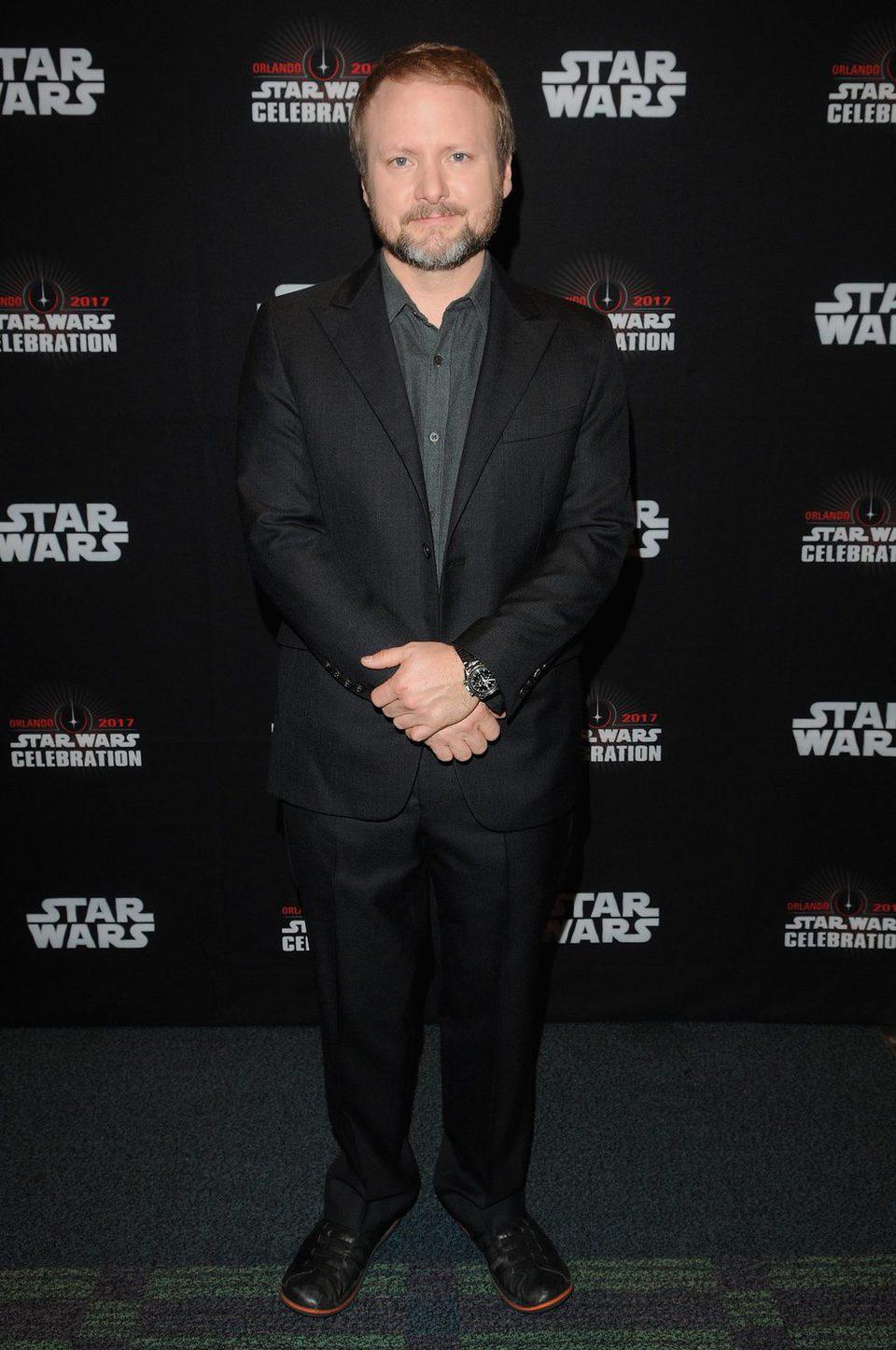 El director de 'Los últimos Jedi', Ryan Johnson, posa en la Star Wars Celebration
