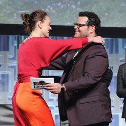 Daisy Ridley y Josh Gad en el panel de 'Los últimos Jedi' de la Star Wars Celebration