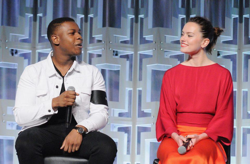Daisy Ridley y John Boyega en el panel de 'Los últimos Jedi' de la Star Wars Celebration