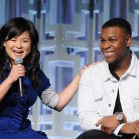 Kelly Marie Tran y John Boyega en el panel de 'Los últimos Jedi' de la Star Wars Celebration