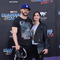 Evan Jones y Rebecca Glatt en la premiere mundial de 'Guardianes de la galaxia Vol. 2'