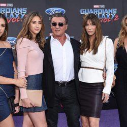 Sylvester Stallone y Jennifer Flavin con sus hijas en la premiere mundial de 'Guardianes de la galaxia Vol. 2'