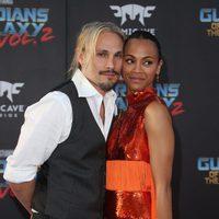 Zoe Saldana y Marco Perego en la premiere mundial de 'Guardianes de la galaxia Vol. 2'