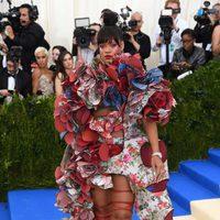 Rihanna en la alfombra roja de la Gala Met 2017