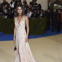 Selena Gómez en la alfombra roja de la Gala Met 2017
