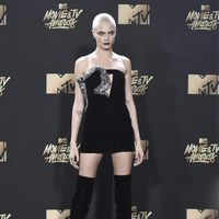 Cara Delevingne en la alfombra roja de los MTV Movie & TV Awards 2017