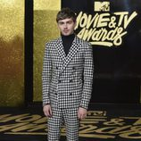 Miles Heizer en la alfombra roja de los MTV Movie & TV Awards 2017