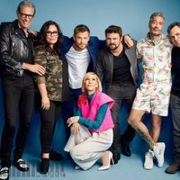 El reparto de 'Thor Ragnarok' posa durante la Comic-Con