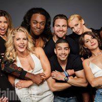 El reparto de 'Arrow' posa durante la Comic-Con 2017