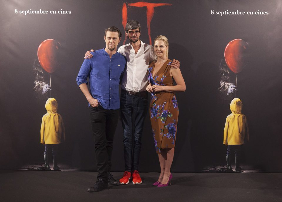 Andy Muschietti, Barbara Muschietti y Javier Botet en la presentación de ?It? en Madrid