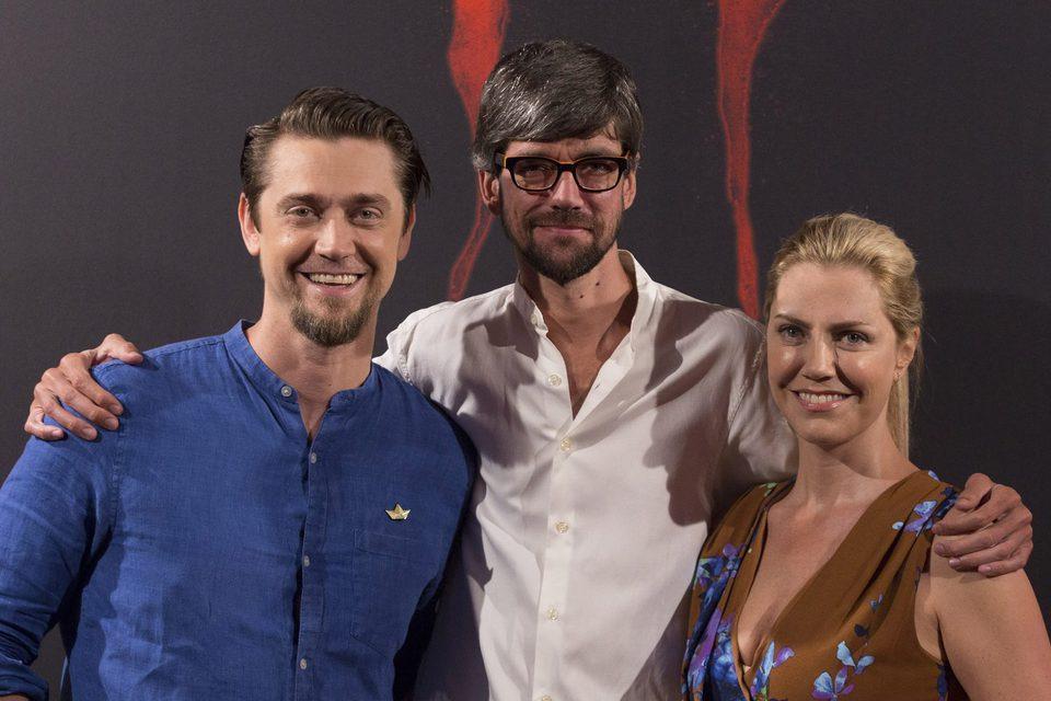 Andy Muschietti, Barbara Muschietti y Javier Botet posan animados en la presentación de ?It? en Madrid