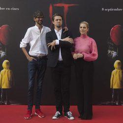 Andy Muschietti, Barbara Muschietti y Javier Botet, muy elegantes en la presentación de 'It' en Madrid