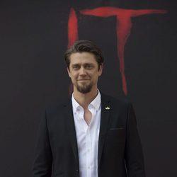 Andy Muschietti guarda la compostura durante la presentación de 'It' en Madrid